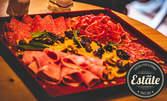 Апетитно плато със сирена и колбаси, плюс бутилка вино по избор