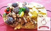 2.3кг плато с вкусно месце на скара, пресни картофки и сосче
