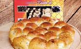 Козуначени мъфини, солена питка с микс от семена или печени бухтички с пълнеж от домашен конфитюр