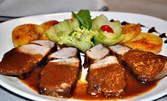 Свинско джоланче по немски, гарнирано със сотирани картофи