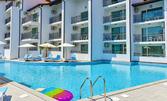 Късно лято в Созопол! Нощувка за до шестима със закуска, плюс басейн и паркинг - на 50м от плажа