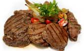 Сръбско меню! Кебапчета и ущипци, или плескавица, без или със сръбски суджук, плюс салата по избор