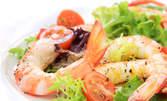 Пресни калмари и скариди, плюс домашни пържени картофки