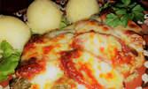 Чорбаджийска пържола от пилешко месо с луканка, кисели краставички и картофено пюре, плюс палачинка с шоколад