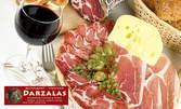 Плато със селекция сирена или колбаси, плюс бутилка вино
