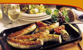 Вкусно меню за двама - английски бекон, ирландска наденица, пилешки крилца и пържени картофки