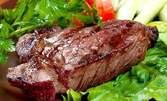 2.6кг плато със свинска и пилешка пържола, бекон, крилца с медена глазура, картофки и сосчета