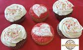 Сладки изкушения за Св. Валентин - 3 бисквити във формата на сърца, или 6 какаови кексчета - с ръчна декорация
