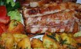 Сочни свински ребърца и картофи соте