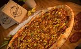 2.5кг пица по избор за вкъщи, с възможност за доставка