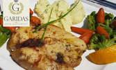 Филе от риба меч с букет от билки и зеленчуци, плюс Гръцко реване