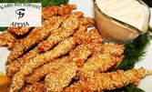 1.2кг вкусно плато! Панирани пилешки флейки с корнфлейкс, плюс пресни пържени картофки и млечен сос