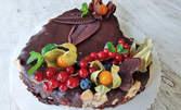 Сладко изкушение за вкъщи в месеца на любовта! Торта с три вида шоколад във форма по избор