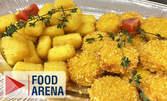 Над 1.5кг апетитно плато с панирани пилешки хапки, кашкавалчета и сиренца, плюс чеснов сос и сладко от боровинки
