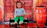 Семейна или детска фотосесия в студио със 160 - 180 кадъра, плюс фотокнига с 10 страници
