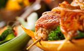 Свински шашлик със зеленчуци и питка, или салата и основно по избор