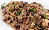 Мезе на тиган с пилешки дреболии, патешки сърца, бекон, гъби и кисели краставички, плюс кана наливно вино