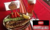 Порция филе скумрия с домати и краставици, плюс наливна бира