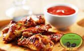 Плато с месце на грил, плюс чипс или зеленчуци и сосче