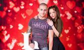 В месеца на любовта! Студийна фотосесия за двама - със 7 или 10 обработени кадъра