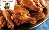 Апетитни пилешки крилца или вкусни свински ребърца на фурна, плюс пресни печени картофки