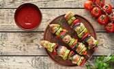 930гр плато с италиански хапки, пилешки шишчета, ноазети, чеснов сос и боровинково сладко