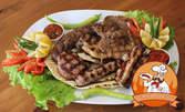 Пилешко филе и зеленчуци на скара, свински каренца на скара и салата, или мешана скара в гювече