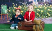 Детска фотосесия в студио, с 6 обработени кадъра, плюс бонус картичка с лично послание