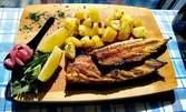 Хапване за вкъщи! Порция риба или ястие на скара, плюс гарнитура
