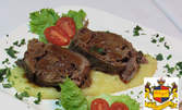 Спаначени кюфтенца, пъстърва на скара или гъши дроб със смокини, плюс десерт, или козе сирене в хрупкави кори
