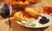 4 хрупкави мекички по бабина рецепта със сладко и сирене, или пилешки филенца със сметанов сос и картофено пюре