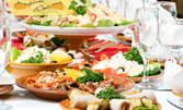 Куверт за 10 човека с меню от салата, основно ястие и десерт, по избор