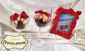 2 чаши за вино с бонбони от бял и млечен белгийски шоколад, плюс рамка за снимка