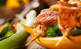 Крехки свински гърди на тиган, пилешко филе на барбекю с гарнитура или свински шашлик