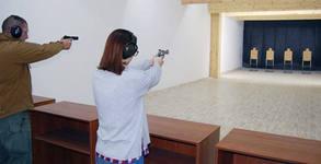 20 изстрела с боен пистолет, плюс мишена и напътствия от инструктор