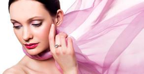 Безиглено ултразвуково влагане на хиалуронов филър за уголемяване на устни или запълване на бръчки