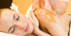 Масаж на гръб или 3 антицелулитни масажа на крака и седалище