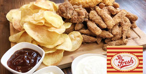 1300гр апетитно хапване за компанията! Плато с хрупкави пилешки бутчета и филенца, картофен чипс и сосове