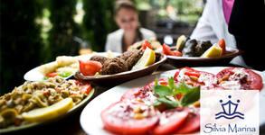 Куверт за 10 човека с меню от салата, основно ястие и десерт по избор