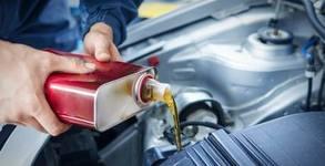 Смяна на масло и маслен филтър на автомобил с двигателно масло Castrol