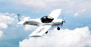 Полет с двуместен самолет - с инструктор и възможност за управление и видеозаснемане