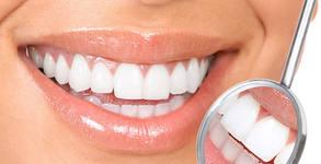 Преглед, план за лечение и почистване на зъбен камък - без или със избелване, или фотополимерна пломба