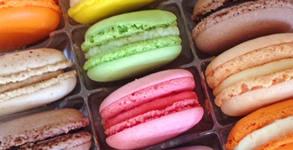 Кутия с 12 броя френски макарони с различни вкусове
