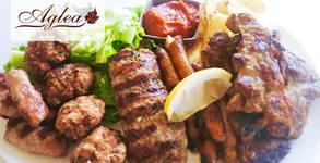 1.6кг хапване! Плато с бавно печени мариновани свински гърди, запечени картофки с билки и сотирани зеленчуци