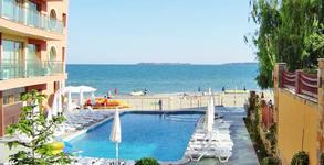 През Юли в Слънчев бряг! Нощувка в апартамент за до шестима, плюс басейн, шезлонги и чадър на плажа