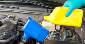 За автомобила! 4 литра бутилирано двигателно масло Total или Elf, плюс смяна и филтър