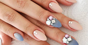 Поставяне или поддръжка на UV гел върху естествен нокът, или ноктопластика, плюс гел лак и 2 декорации