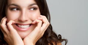 Преглед, плюс почистване на зъбен камък или фотополимерна пломба, или кабинетно избелване