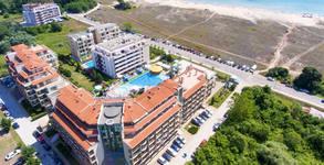Лято в Приморско - на брега на Дяволския залив! 2 или 3 нощувки със закуски или на база All Inclusive, плюс басейн и паркинг