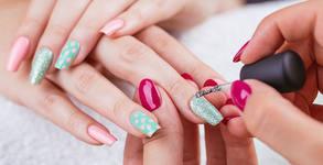 Терапия за нокти със соли от Мъртво море или маникюр с гел лак и 2 декорации